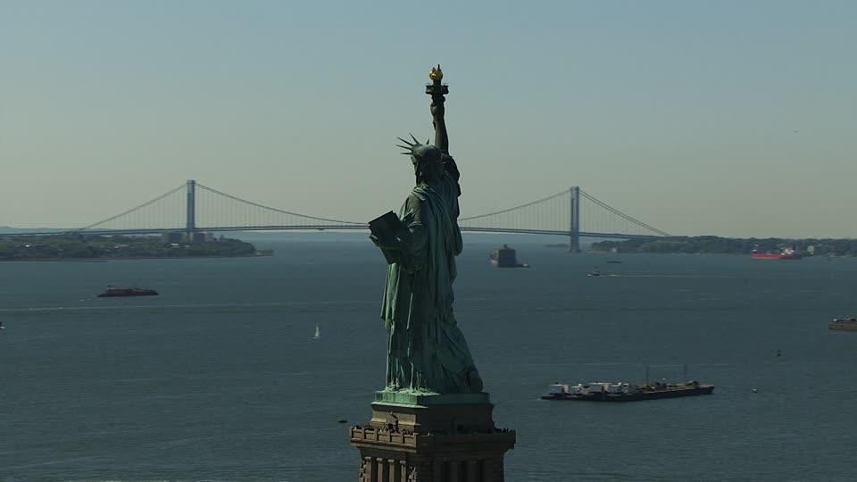 689006280-staten-island-the-narrows-new-york-city-verrazano-narrows-bridge-liberty-island